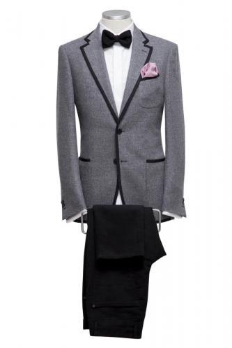 1001 Italiaans gesneden jasje gemaakt van grijze boucle met bewerkte revers en zakken