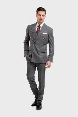 102 Maatpak gemaakt van grijze streep in 120S cool wool met double breasted sluiting en slank gesneden pantalon