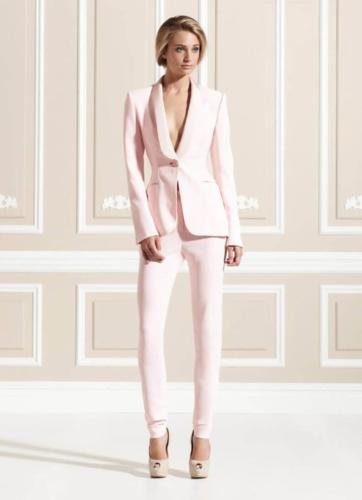 23 Dames-vrouwelijke smoking gemaakt in zacht roze