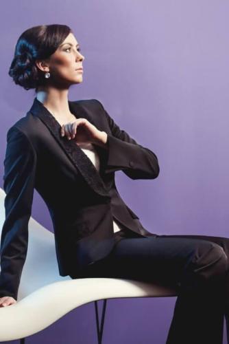 25 Dames smoking gemaakt in glanzend zwart met beklede revers