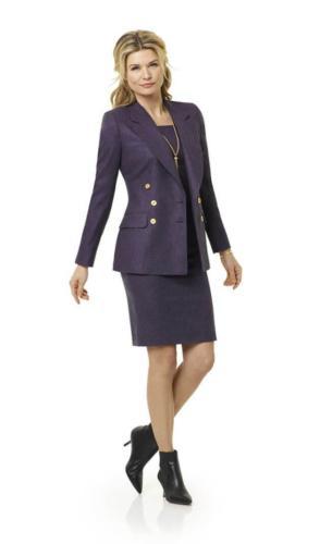 34 Stijlvol, zakelijk en vrouwelijk paars jurkje gecombineerd met colbert met opgesneden revers en oversluiting