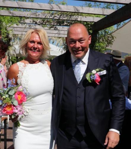 3 delig trouwkostuum gemaakt voor huwelijk van Rody  Karin. Gemaakt van sprankelend blauwe cool wool met bijpassend off white maathemd