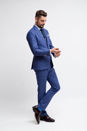 500 Italiaans gesneden maatkostuum in blauwe ruit met bijpassend gilet en slank gesneden maatoverhemd