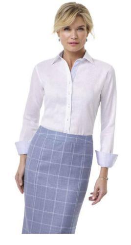 79 Zakelijk, stijlvol, klassiek en vrouwelijk kokerrok met bijpassende maatblouse van zacht witte katoen met een perfecte pasvorm