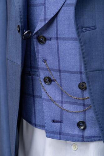 Blauw jacquet voor begrafenis ondernemer