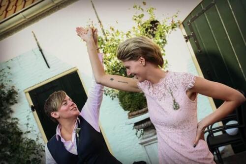 Broekpak vrouw gast bruid Lotte gemaakt met roze blouse op maat