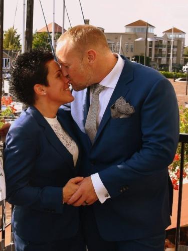 Bruidspakken man en vrouw op maat gemaakt voor huwelijk Barbara en Martijn van helder blauwe coolwool (2)