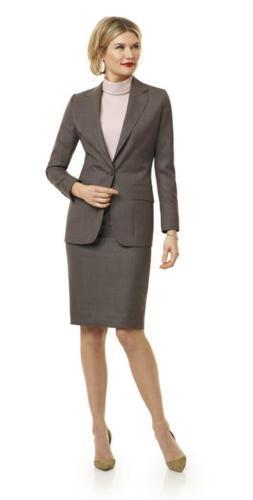 Bruin, grijs mantelpak met vrouwelijk maatjasje en stijlvol, zakelijk kokerrokje