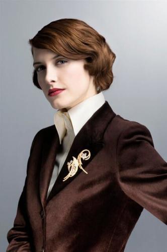 Dames maatcolbert gemaakt van bruin veloers met vrouwelijke pasvorm