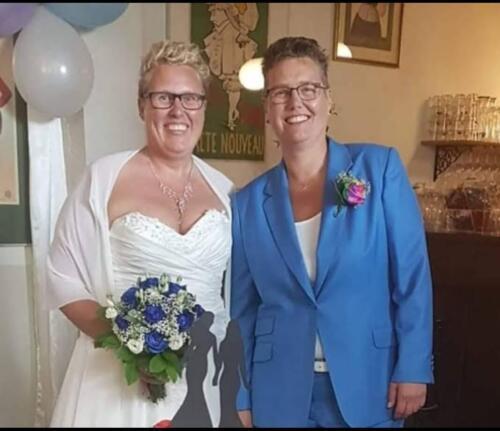 Dames trouwkostuum lichtblauw gemaakt voor huwelijk van Pauline