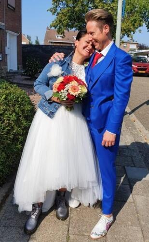 Dames trouwpak met gilet en maatblouse gemaakt in helder blauw