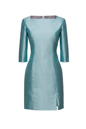 Feestelijk jurkje gemaakt jurkje  van Dupont zijde met bateau nekline en drie kwart mouwtjes