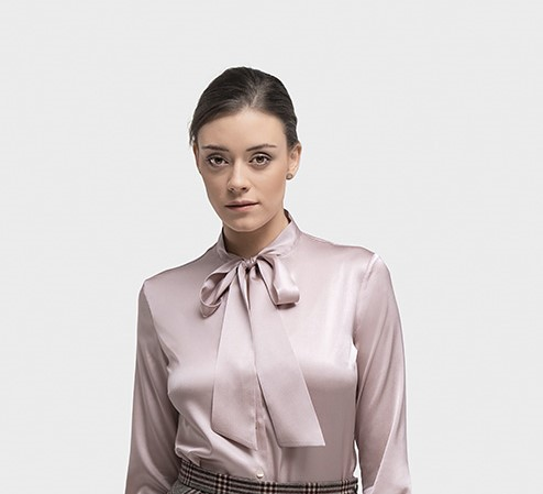 Glanzende zijde feestelijke dames blouse op maat gemaakt met strik