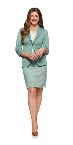 Groen mantelpak, colbert en rok gemaakt met een vrouwelijk, zakelijk, en stijlvolle uitstraling.