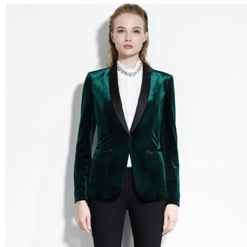 Groen smoking jasje op maat gemaakt van Scabal veloers met zijde accenten