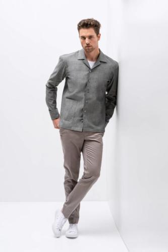 Overhemd op maat gemaakt met grote zakken en wijde kraag en rechte onderkant