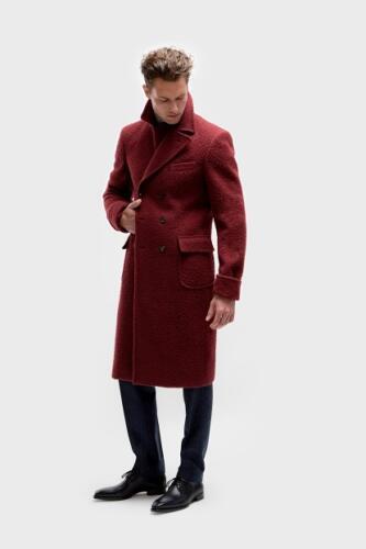 Rode overjas voor uitvaart begeleiders op maat gemaakt