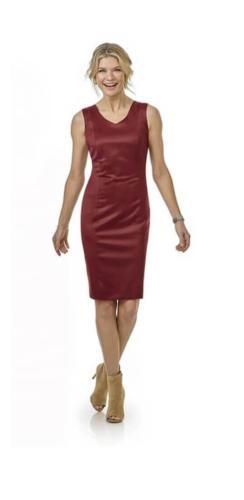 Rood glanzend jurkje met V line hals, op maat gemaakt met vrouwelijk, feestelijk, klassiek en zakelijke uitstraling