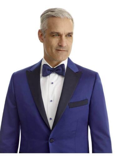Smoking, dinnerjacket, in helder blauw  met zijde revers en borstzak. Bijpassend wit smoking overhemdhemd
