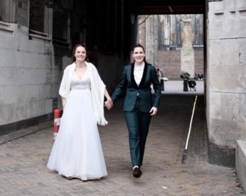 Smoking bruid in groen voor huwelijk Willemijn