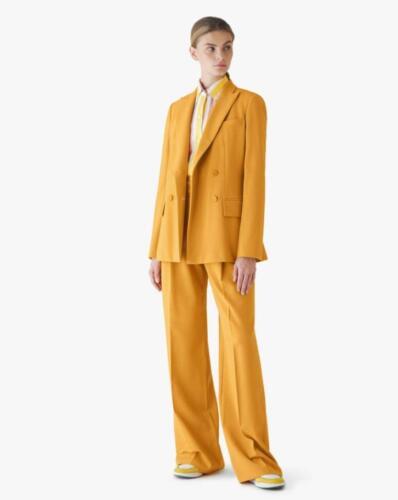 Stoer dames maatpak gemaakt van Loro Piana wol in geel