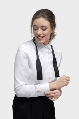 Vrouwelijke dames smokingblouse gemaakt in wit met plisse voorkant en bline sluiting