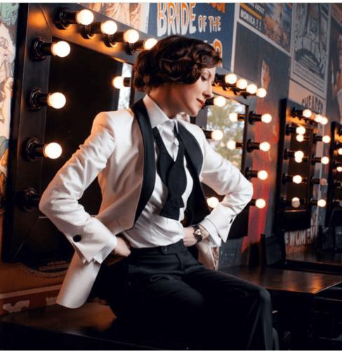 Witte vrouwelijke smoking met zwarte smoking pantalon op maat gemaakt