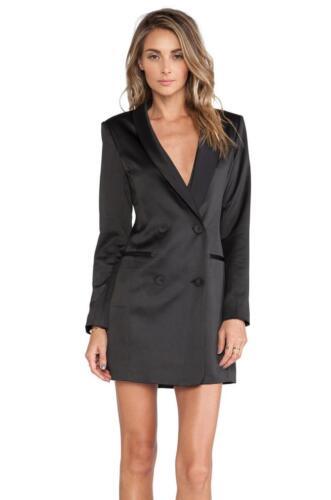 Zwarte dames smoking blazer als smoking jurk gedragen