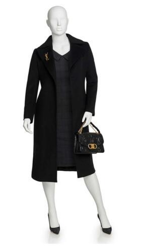 Zwarte jurk en overjas voor dames uitvaart verzorgsters